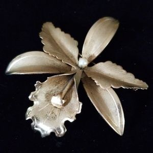 Vintage Goldtone Flower Brooch Pin